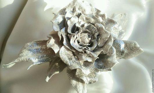 Броши ручной работы. Ярмарка Мастеров - ручная работа. Купить Брошь Цветок Розы. Натуральная замша.. Handmade. Серый, серебро