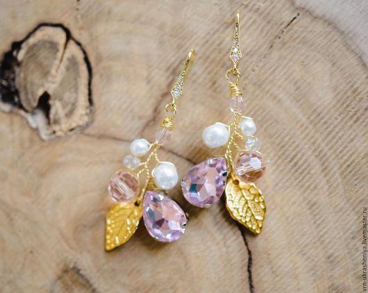 Свадебные украшения ручной работы. Ярмарка Мастеров - ручная работа. Купить Золотистые серьги с листиком и розовыми бусинами и стразами. Handmade.