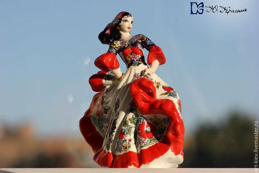 Фарфоровая статуэтка Цыганка в авторской росписи Юлии Красной. Киев фарфор