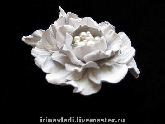 цветы из кожи, кожаные цветы, кожаные изделия,изделия из кожи, камелия из кожи белая, белый цветок из кожи, ободок с цветами из кожи, обруч для волос с цветком, кожаный ободок , аксессуары для волос и