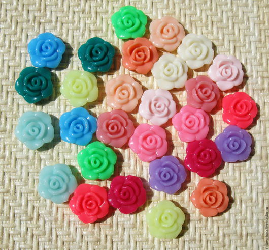 Розочки цветные акриловые бусины или пуговицы - использовать можно и так, и так - кому как надо в данный момент.