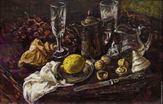 На картине представлен натюрморт на темном фоне, написанный в классической манере масляной живописи. Картина, будучи оригинальным произведением. вызывает воспоминания о натюрмортах Малых голландцев.