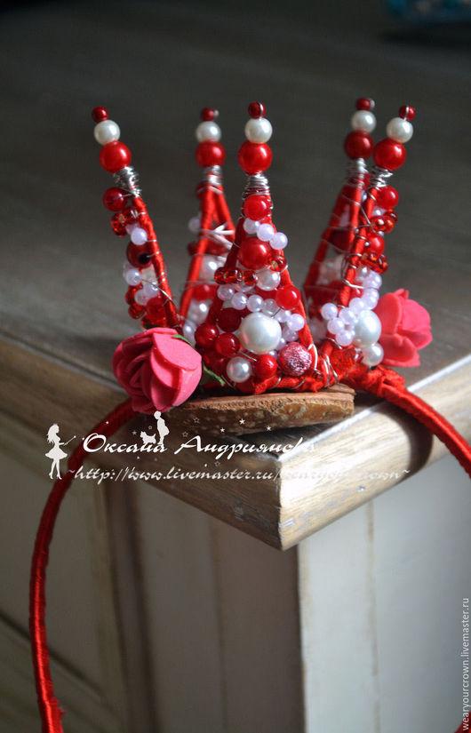 Маленькая корона `Розочка`. Красная корона с цветами. Детская корона. Корона для маленьких принцесс.