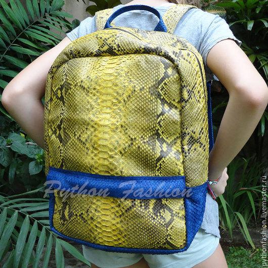 Рюкзак из питона. Яркий рюкзак из кожи питона. Рюкзак из питона на молнии. Авторский рюкзак из питона на заказ. Купить модный рюкзак из питона. Женский рюкзак из питона. Красивый рюкзак из кожи питона