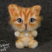 Куклы и игрушки ручной работы. Ярмарка Мастеров - ручная работа Вязаный рыжий котёнок Чибик со следящими глазками. Handmade.