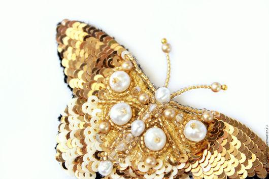 Броши ручной работы. Ярмарка Мастеров - ручная работа. Купить Золотая брошь-бабочка, ручная вышивка пайетками, бисером, кристаллами.. Handmade.