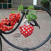 Подарки к праздникам ручной работы. Ярмарка Мастеров - ручная работа Вязаная ёлочная игрушка Сердечко с орнаментом. Handmade.