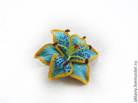 Броши ручной работы. Ярмарка Мастеров - ручная работа. Купить Голубая лилия. Handmade. Лилия, цветы вязаные крючком