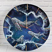 Для дома и интерьера handmade. Livemaster - original item Wall clock made of epoxy resin Blue whales in the ocean. Handmade.
