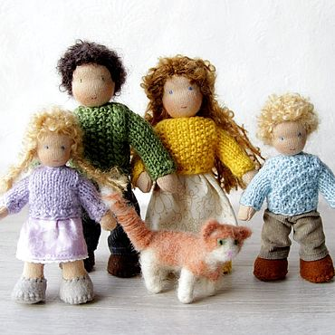 Куклы и игрушки ручной работы. Ярмарка Мастеров - ручная работа Вальдорфская игрушка: семья с котом для кукольного домика. Handmade.
