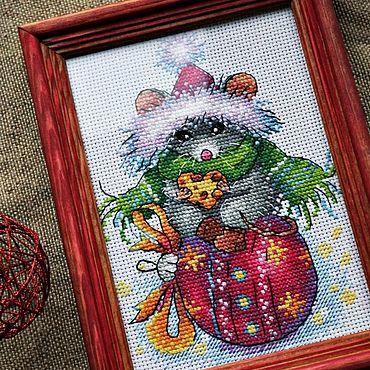 Сувениры и подарки ручной работы. Ярмарка Мастеров - ручная работа Мышка вышитая, символ 2020. Handmade.