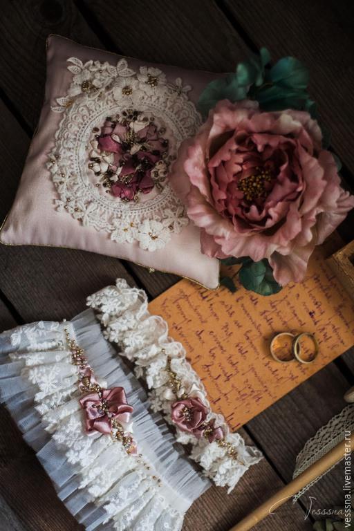 Свадебные аксессуары ручной работы. Ярмарка Мастеров - ручная работа. Купить Комплект свадебных аксессуаров. Handmade. Белый, подвязка с цветком