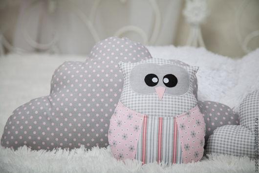 Пледы и одеяла ручной работы. Ярмарка Мастеров - ручная работа. Купить Комплект в кроватку. Сова и подушки- облачка. Handmade. Серый