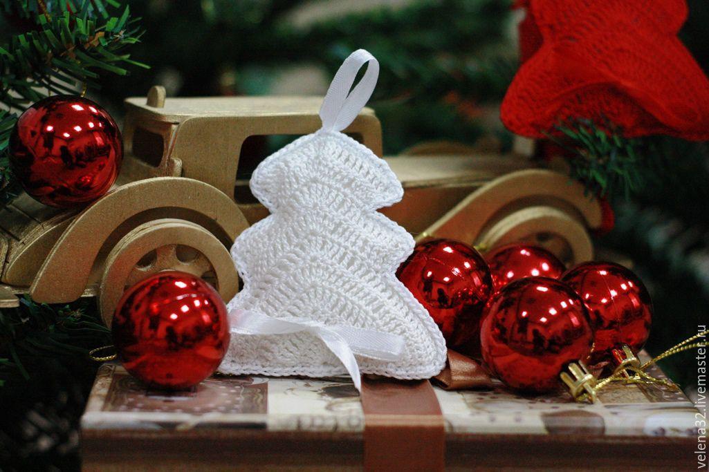 Белая новогодняя игрушка