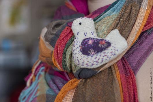 Броши ручной работы. Ярмарка Мастеров - ручная работа. Купить Брошь текстильная Птичка. Handmade. Сиреневый, птица, украшение для девушки