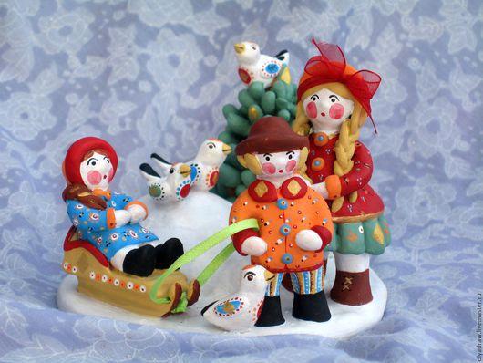 Глиняная керамическая игрушка  `Дети на горке`. Ольга.