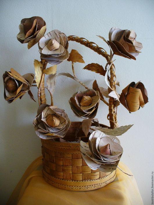 Розы из бересты  150.00 Р  Уникальные цветы из бересты, будет отличным украшением в любом месте.  Каждый лепесточек розы вырезан вручную мастером.  Цена указана за одну розу.