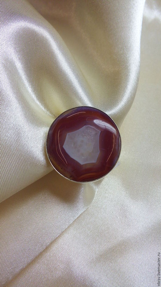 Перстень из натурального сердолика в серебре ручной работы.