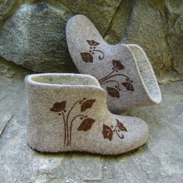 """Обувь ручной работы. Ярмарка Мастеров - ручная работа Валенки домашние. Валяные тапочки. """"Коричневые колокольчики"""". Handmade."""