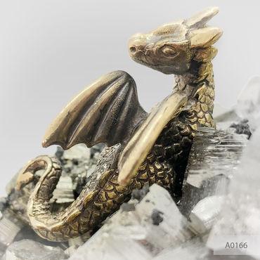 Для дома и интерьера ручной работы. Ярмарка Мастеров - ручная работа Бронзовые Дракон защитник и замком с Пиритом. Handmade.