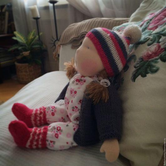 Вальдорфская игрушка ручной работы. Ярмарка Мастеров - ручная работа. Купить Вальдорфская кукла в пришивном комбинезоне. Handmade. Вальдорфская кукла