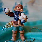 Елочные игрушки ручной работы. Ярмарка Мастеров - ручная работа Елочные игрушки: ватная игрушка «мальчик со снежком». Handmade.