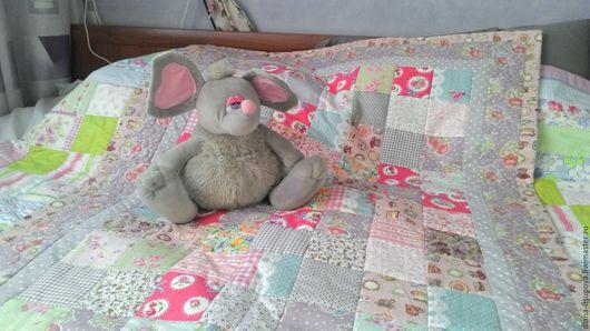 Пледы и одеяла ручной работы. Ярмарка Мастеров - ручная работа. Купить Лоскутное одеялко для маленькой девочки. Handmade. Комбинированный