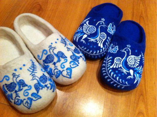 """Обувь ручной работы. Ярмарка Мастеров - ручная работа. Купить Тапочки """"Гжель"""" мужские, женские. Handmade. Тапочки, роспись гжель"""