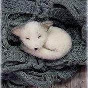 Украшения ручной работы. Ярмарка Мастеров - ручная работа Спящий лисёнок фенёк,валяная брошь. Handmade.