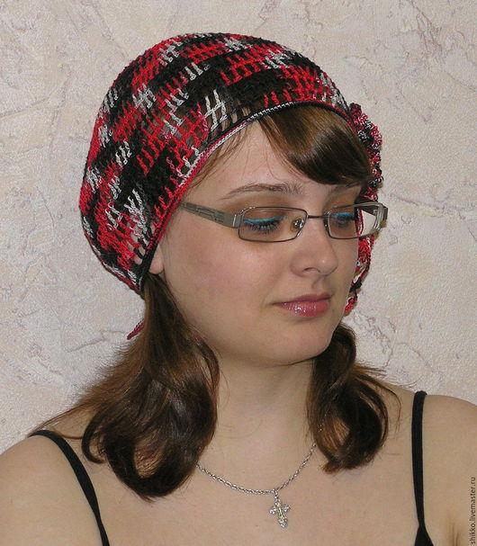 Женская вязаная летняя яркая ажурная шапочка-берет.  Серо-красно-чёрного цвета шапочка-берет летняя ажурная.