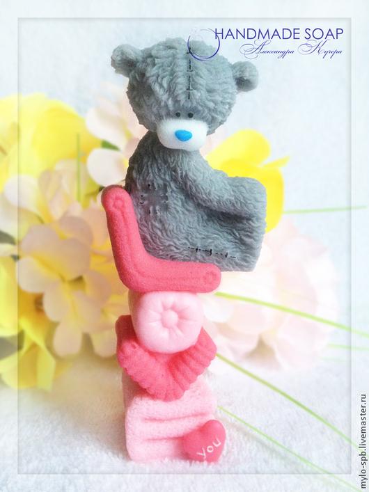 """Мыло ручной работы. Ярмарка Мастеров - ручная работа. Купить """"Мишка на полотенце LOVE you"""", мыло ручной работы. Handmade."""