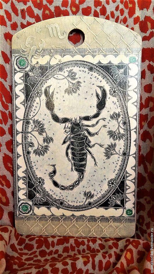 """Кухня ручной работы. Ярмарка Мастеров - ручная работа. Купить Разделочная доска""""Скорпион"""". Handmade. Оливковый, доска из дерева, доска декупаж"""