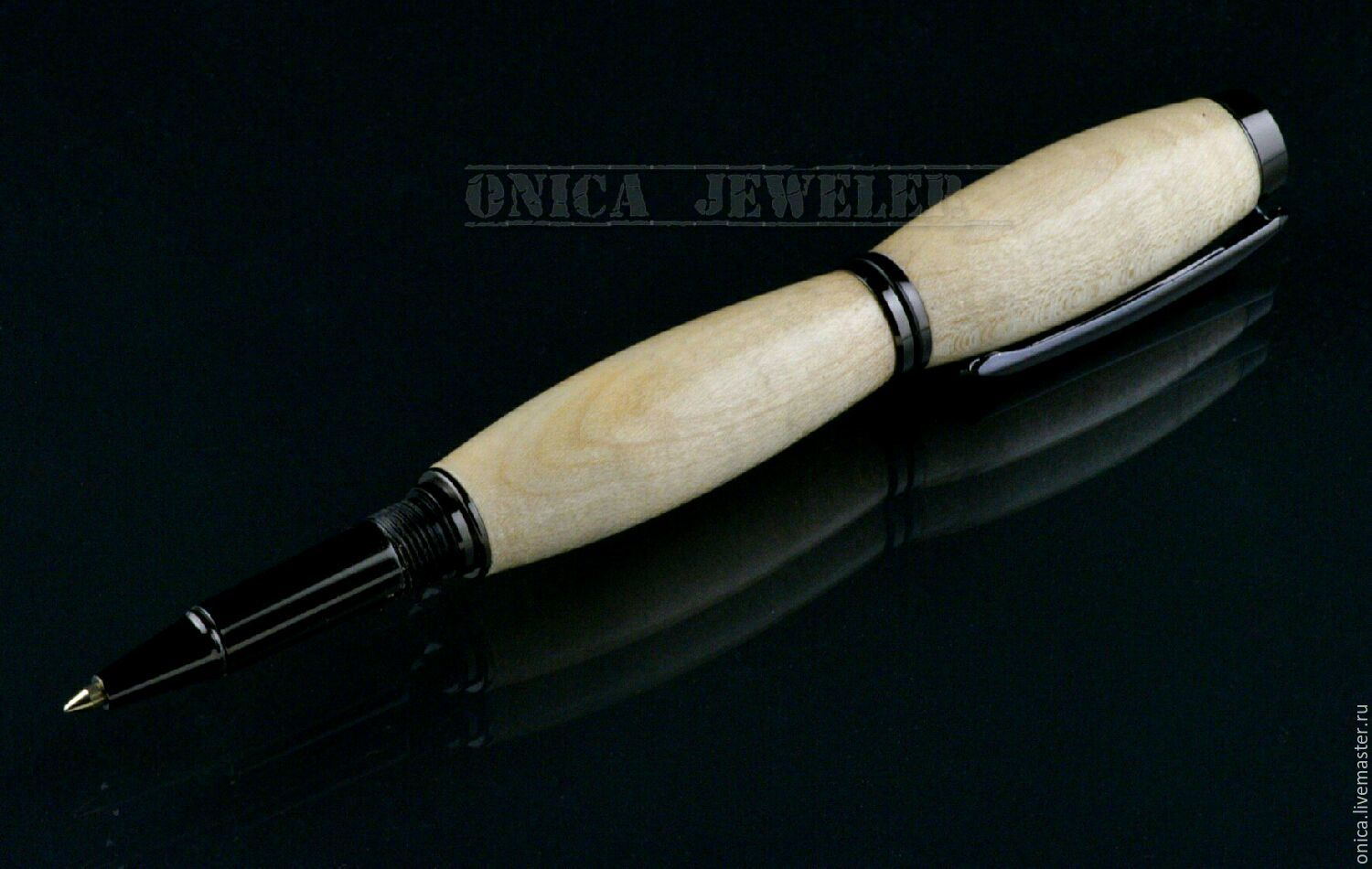 Elegant gift pen handmade. For the manufacture of pen, it was decided to use stabilized Maple wood, and the result was a pleasant surprise.