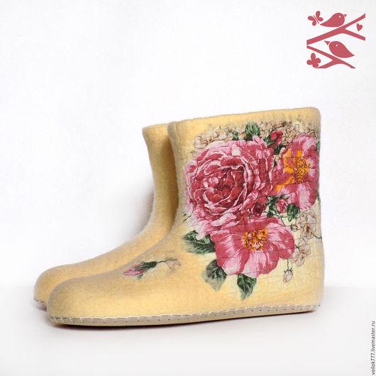 """Обувь ручной работы. Ярмарка Мастеров - ручная работа. Купить Домашние валенки """"Розы"""". Handmade. Тапочки ручной работы"""