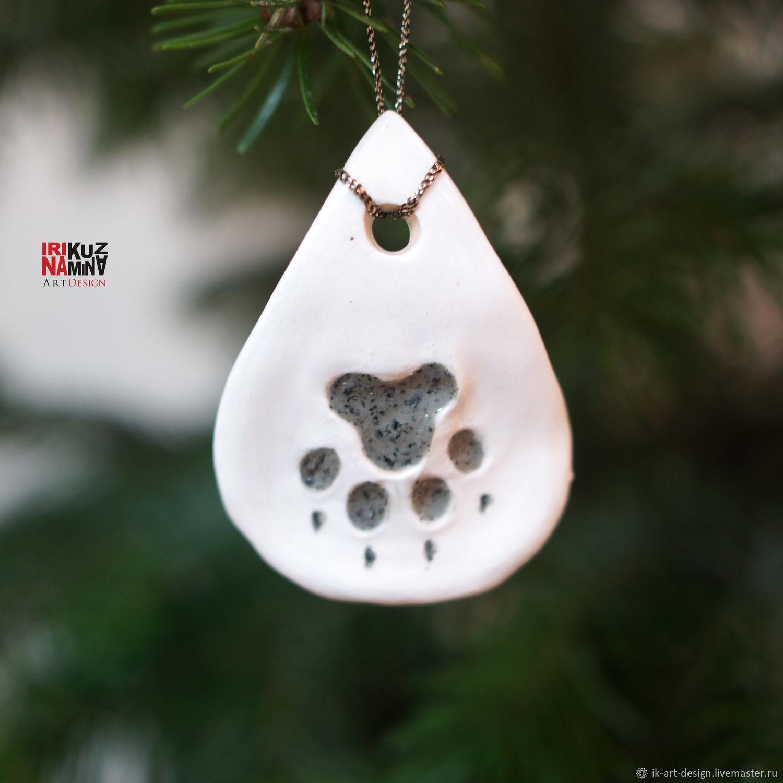 След собачей лапы - символ удачи и счастья в новом году 2018, году собаки. Игрушка подвеска на елку. Керамика ручной работы