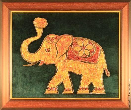 Основными чертами, характеризующими слона, являются стабильность и благополучие. Хобот слона притягивает положительную энергию в дом.