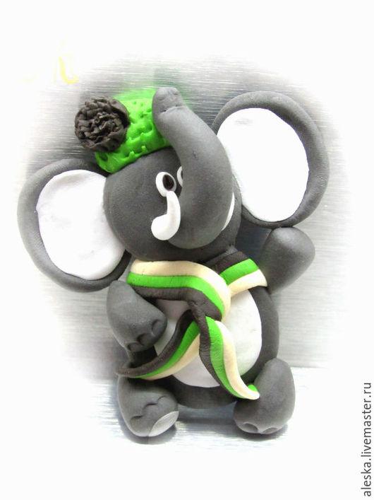 Слоник в зеленой шапочке