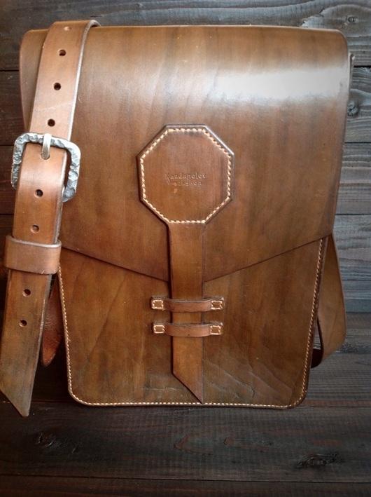Мужские сумки ручной работы. Ярмарка Мастеров - ручная работа. Купить Сумка наплечная из натуральной кожи. Handmade. Коричневый