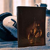"""Сувениры и подарки ручной работы. Ярмарка Мастеров - ручная работа Кожаная обложка для паспорта """"Бокс"""".. Handmade."""