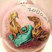 Подарки к праздникам ручной работы. Ярмарка Мастеров - ручная работа Новогодний шар с таксами. Handmade.