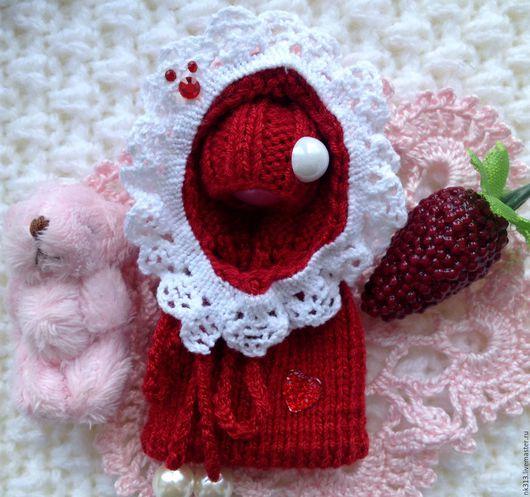 """Одежда для кукол ручной работы. Ярмарка Мастеров - ручная работа. Купить """"Земляничка"""" конверт и шапочка для маленьких игрушек. Handmade. Бордовый"""