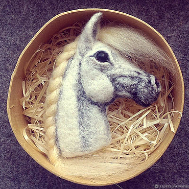Брошь Лошадь белая