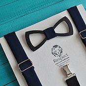 Аксессуары ручной работы. Ярмарка Мастеров - ручная работа Деревянная бабочка галстук темно синяя с подтяжками. Handmade.